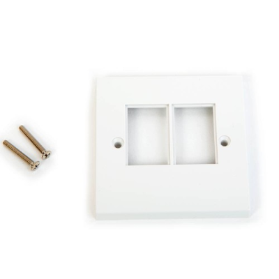 White LJ6C Single Gang Wall Plate. 2 Euro Module